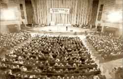 Организованный «Литературной газетой» грандиозный поэтический вечер в киноконцертном зале «Октябрь». 1994 год; Александр КАРЗАНОВ
