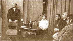 Очередное заседание в музее. Слева направо: Д.Н. Журавлёв, М.Е. Роговская, О.Н. Ефремов, В.И. Кулешов, Л.Г. Зорин
