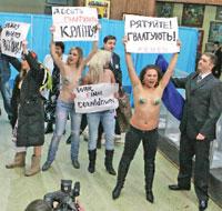 На избирательном участке в день второго тура выборов президента Украины