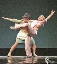 Алиса Фрейндлих (Мадлен) и Варвара Владимирова (Симона):урок танго