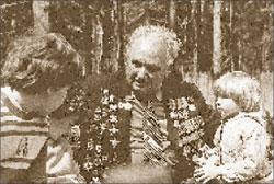 Писатель с внуками;  Фото автора