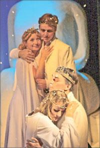 Сцена из спектакля «Зимняя сказка»