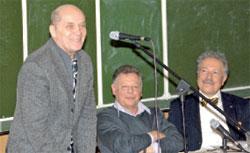У  Александра Филиппенко, Игоря Волгина и Святослава Бэлзы праздничное настроение