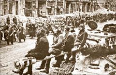 Берлин. 2 мая 1945-го. Тысячи пленных...;  Анатолий МОРОЗОВ
