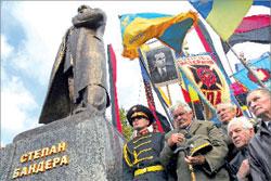 На открытии памятника лидеру Организации украинских националистов Степану Бандере во Львове