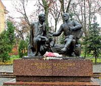 Памятник Александру Твардовскому и Василию Тёркину в Смоленске
