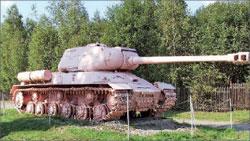 * С 1945 года на постаменте памятника советским танкистам стоял танк ИС-2, но с номером 23 танка Т-34, командиром экипажа которого был погибший в Праге гвардии лейтенант Гончаренко. Это – единственный экспонат военной техники, который до сих пор демонстрируется перекрашенным в розовый цвет.