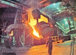 Магнитогорский металлургический комбинат. Заливка чугуна в конвертор
