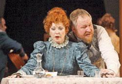 Сергей Блохин (Юсов) и Тамара Кириллова (Кукушкина) в спектакле «Доходное место»
