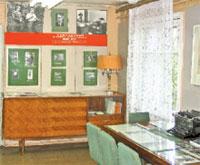 В мемориальном музее поэта;  Фото автора и Дмитрия КОМАРОВСКОГО