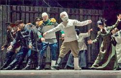 «Музыка играет так весело, так радостно...», что в пляс на сцене Театра им. Фёдора Волкова пускаются все, включая раненых и контуженых. Сцена из спектакля «Три сестры»;  www.volrovteatr.ru