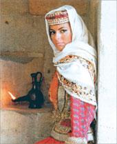 Азербайджанка в национальном костюме