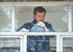Пока власть меняет устав, жители меняют выбитые взрывами на военных складах стёкла; РИА «Новости»